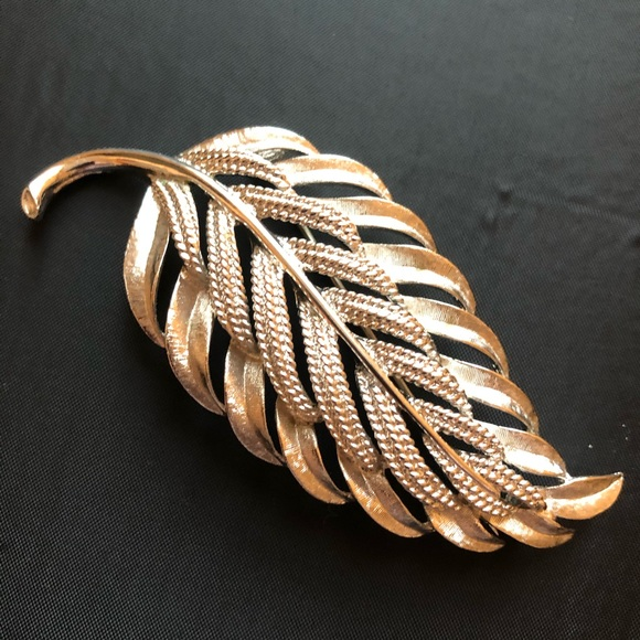 Monet Jewelry - Silver tone filigree detail leaf pin brooch